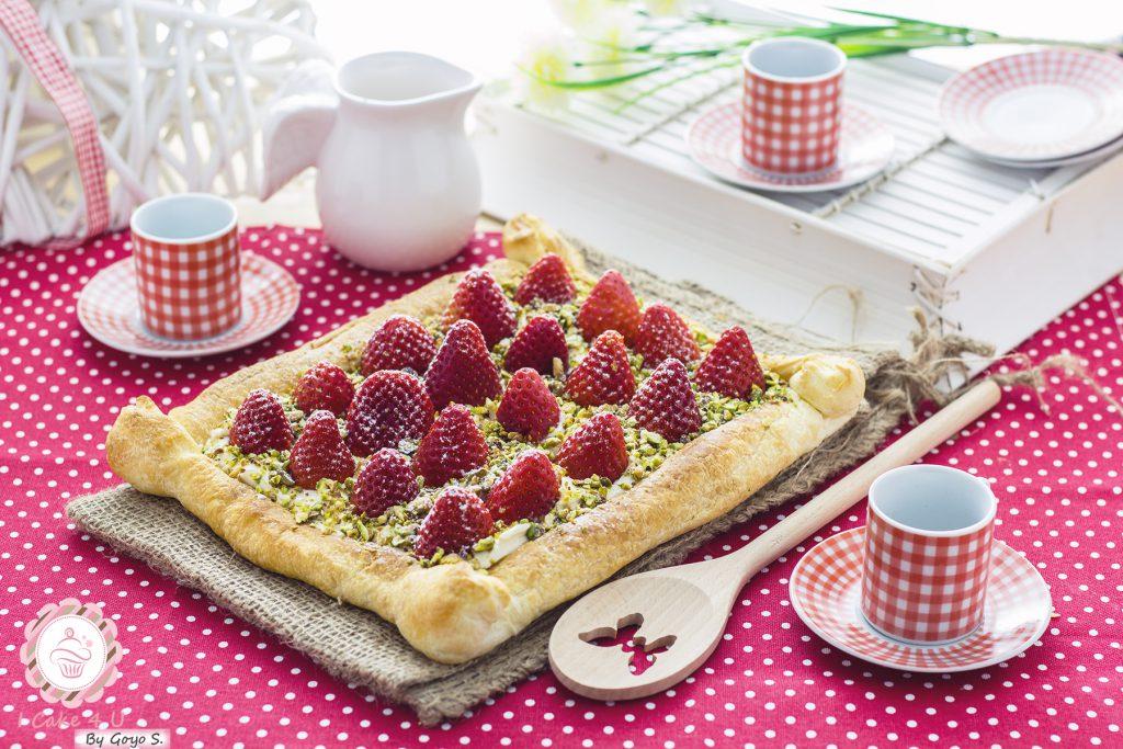 Receta fácil de Hojaldre de Fresas con Queso Crema y Pistacho