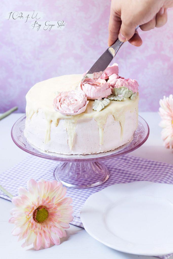 Drip Cake de Fresa con Crema de Merengue Suizo
