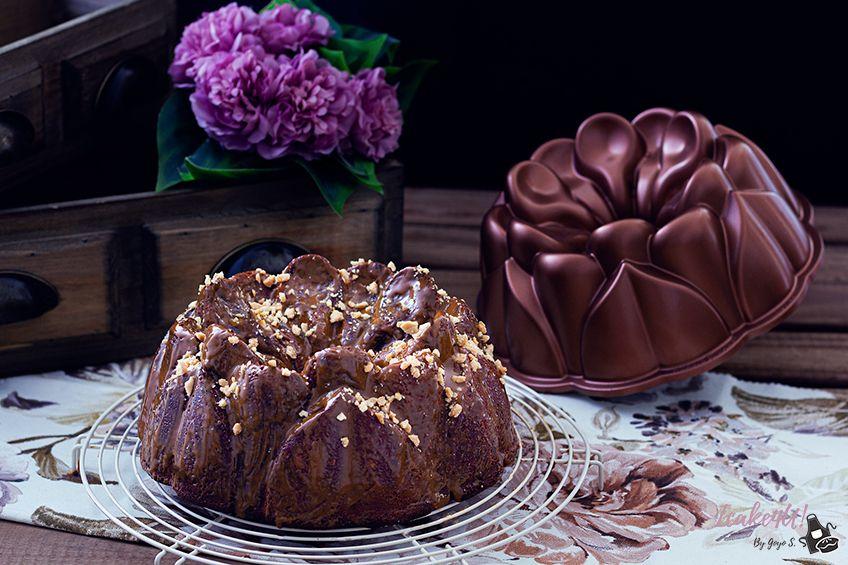 Bundt Cake de Platano y Chocolate con Dulce de leche y Cacahuete